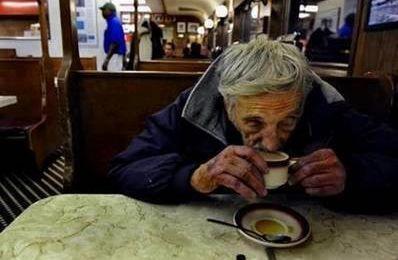 Des cafés suspendus
