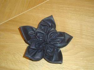 Fleur en tissu et encore (vu sur internet)