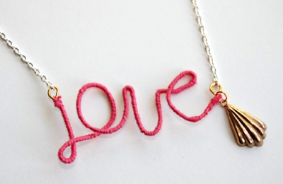 "Collier ""love"" facile à faire"