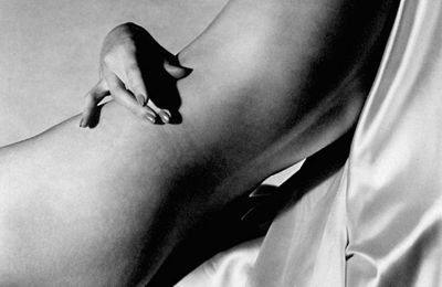 Horst P. Horst, Lisa on Silk Hand on Torso, 1940.