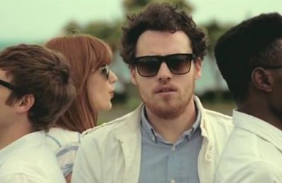 Metronomy s'offre Robyn dans le clip Hang Me Out To Dry