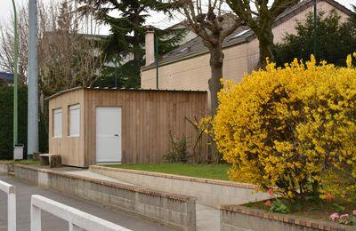 A Choisy-le-roi (94600), un abri de jardin en kit bardé