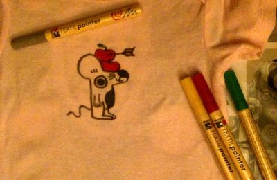"""""""Custo Bébé"""" :un body, des feutres pour tissu (textil painter Marabu)..."""