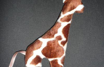 Une girafe...