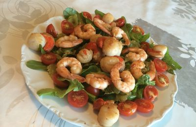 Salade de ravioles tièdes, crevettes et st jacques