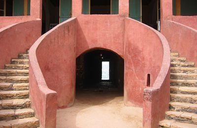 Petits arrangements mémoriels à Gorée