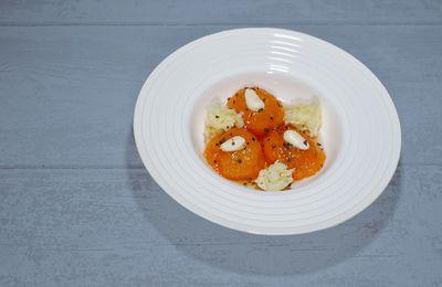 Abricots pochés à la badiane et au miel, biscuit éponge à l'huile d'olive