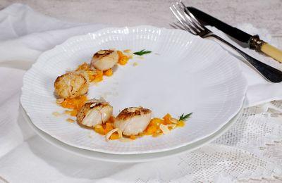 Coquilles Saint-Jacques aux carottes, yuzu (ou orange) et safran, amandes et citron caviar