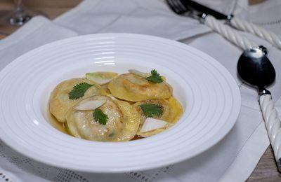 Ravioli au confit de canard et coriandre et bouillon au gingembre
