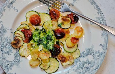 Pommes de terre et courgettes au four, tomates confites et beurre à l'ail des ours