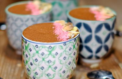 Mousse aux 2 chocolats, pralines roses et amandes grillées