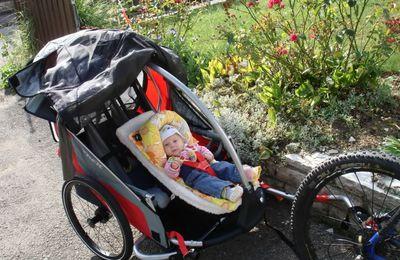 premières balades en famille avec les sièges enfant pour remorque de vélo