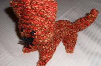 Tricotez le aussi : Un chat, c'est facile à faire, avec un reste de laine