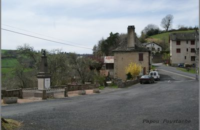 Le village de La  Peyrugue dans le Cantal