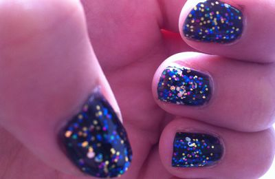 Nail art du jour :) - simple base noire avec un top coat pailleter
