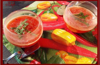 Verrines de soupe de tomates au basilic