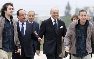 """La France aurait versé une rançon de 13 millions d'euros à ses """"alliés"""" terroristes en Syrie pour la libération des quatre otages français"""