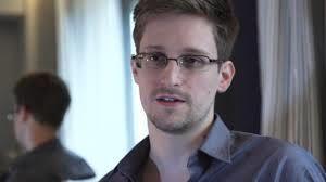 """Quel est le patron de presse français qui a déclaré que Snowden était """"un traitre à la démocratie"""" ?"""