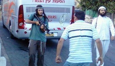 Deux Palestiniens tués pour avoir poignardé des soldats : une vidéo prouve le contraire (IMEMC)