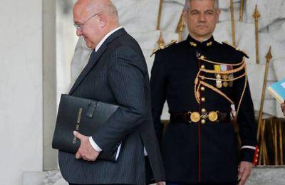 Le ministre français des finances a fait claquer l'élastique de la petite culotte d'une journaliste (Journal de Montréal)