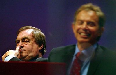 "John Prescott : ""Le Royaume-Uni a violé le droit international en envahissant l'Irak"" (The Guardian)"