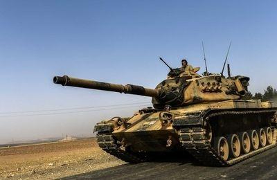 De nouveaux tanks entrent en Syrie pendant que les États-Unis appuient l'opération sur Jarablus (MEE)