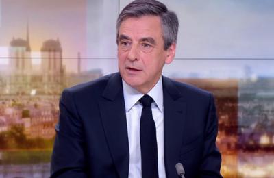 Fillon met en cause Hollande dans les affaires le concernant (Reuters)