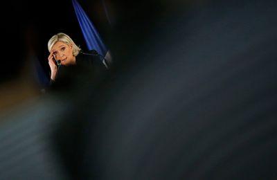 Malgré ses 10 600 000 voix, la patronne du FN est KO debout, et le parti déchiré, prêt à la baston. (Canard enchaîné)
