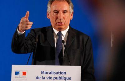 """Le MoDem a """"recasé"""" des salariés à Bruxelles, reconnaît Bayrou (Reuters)"""
