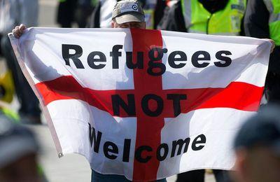 Après le Brexit, le nombre de crimes de haine pour des motifs racistes et religieux atteint un niveau record au Royaume-Uni (The Independent)