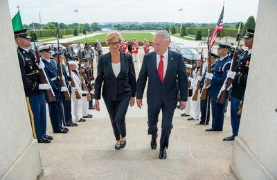 Pour le Sud, pas d'investissements mais un Hub de guerre. Annoncé par la ministre Pinotti dans la rencontre avec le chef du Pentagone à Washington (Il manifesto)