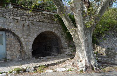 La Grande Fontaine de la Garde Adhémar (Drôme 26)