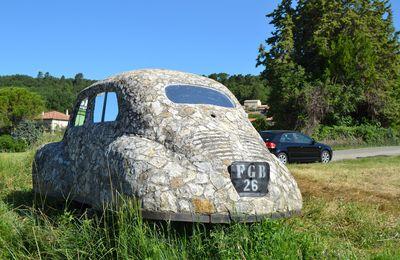 """Une Renault 4CV """"spéciale"""" à Valaurie (Drôme 26)"""