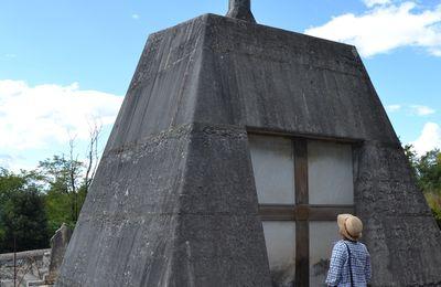 La Tombe Pyramidale De Saint-Marcel-Les-Sauzet (Drôme 26)