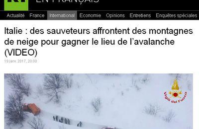 Réchauffement climatique en action : des sauveteurs affrontent des montagnes de neige pour gagner le lieu de l'avalanche en Italie (video media)