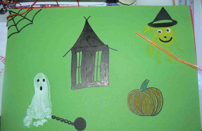 Des pieds-fantômes et des mains-sorcières pour Halloween