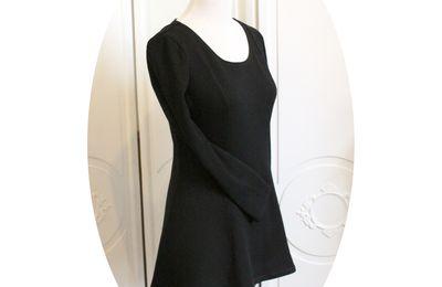 """Pull """"patineuse"""", tunique longue et cintrée en laine noire"""
