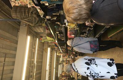 visite d'un entrepôt de tissu