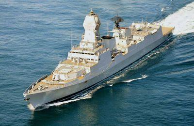 Le plus grand navire de guerre indien, construit localement, a été mis en service