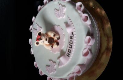 Gâteau baptème et ourson en sucre.