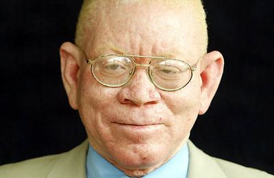 En Namibia la pobreza será erradicada, afirma el ministro Zephania Kameeta.
