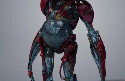 Power Rangers dévoile la nouvelle version d'Alpha 5 et ça pique un peu les yeux