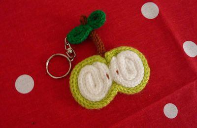"""Porte clef """"pomme"""" au tricotin"""