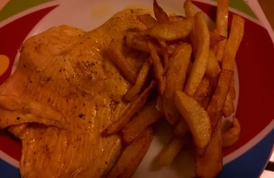 Frites et escalope au curry