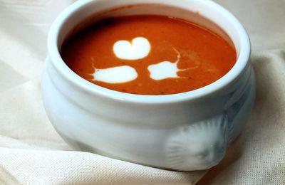 Velouté épicé de tomate aux oignons caramélisés