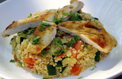 Salade de quinoa au poulet et légumes croquants