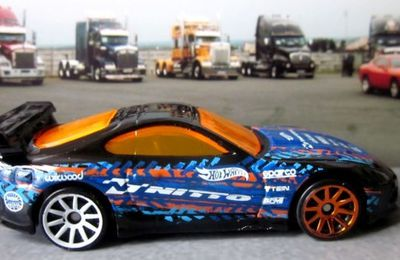 TOYOTA SUPRA HOT WHEELS 1/64