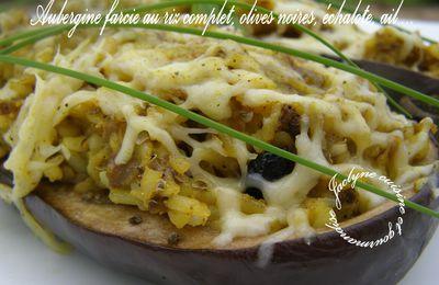 Aubergine farcie au riz complet, olives noires, échalote, ail ...