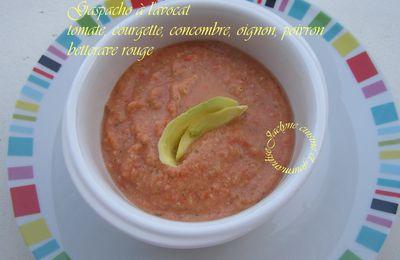 Gaspacho à l'avocat, tomate, oignon, courgette, poivron, concombre, betterave *Entrée ou mises en bouche*