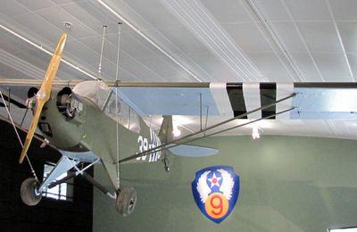 Piper Cub de 1944 au musée Airborne de Sainte-Mère-Eglise